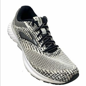 Brooks Revel 3 black and white sneaker S 6.5